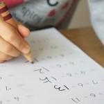 親が宿題の◯付け